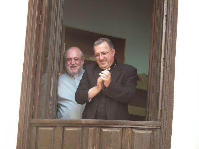 Obispo de Guadix con el Cascamorras