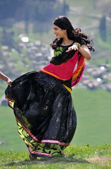 Shruthi Hassan Gabbar singh movie song gannulanti kannulunna pics4