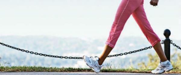 حلول لمشاكل التسلخات واحتكاك الفخذين,رياضة المشى,ممارسة الرياضة,امرأة تمشى,woman walk sport