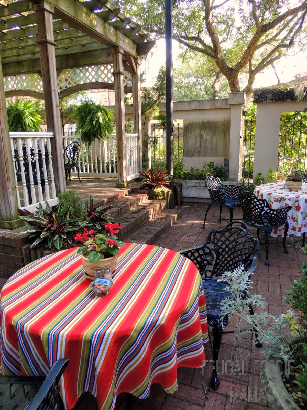Presidents' Quarters Inn of Savannah, GA- a family friendly review via thefrugalfoodiemama.com #travel