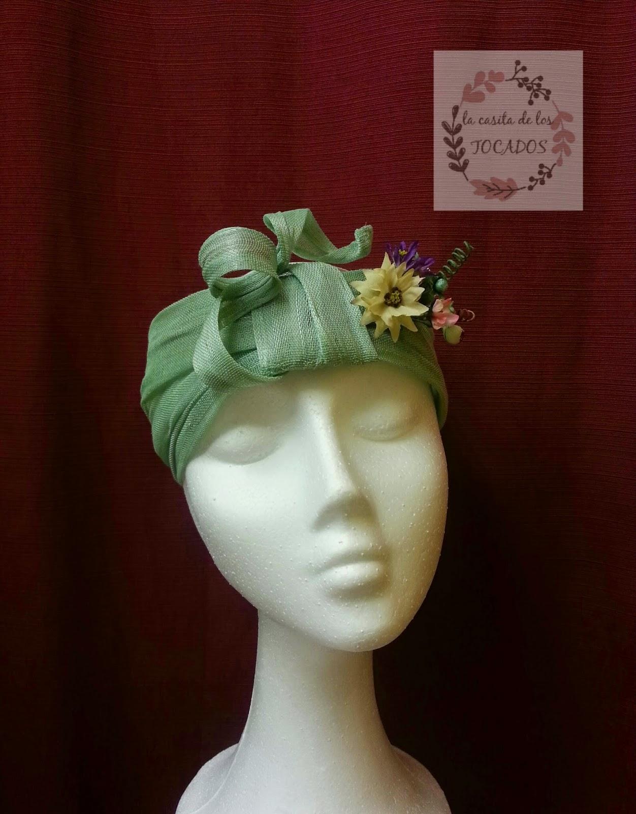 turbante verde con flores