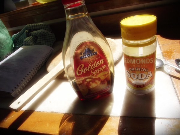 golden syrup + baking soda = hokey pokey