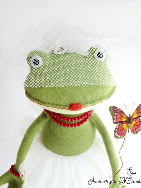 Лягушка невеста с вуалью