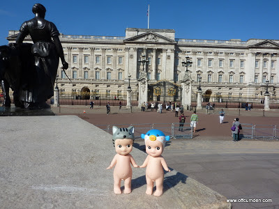 Sonny angel cat and blowfish visit Buckingham Palace