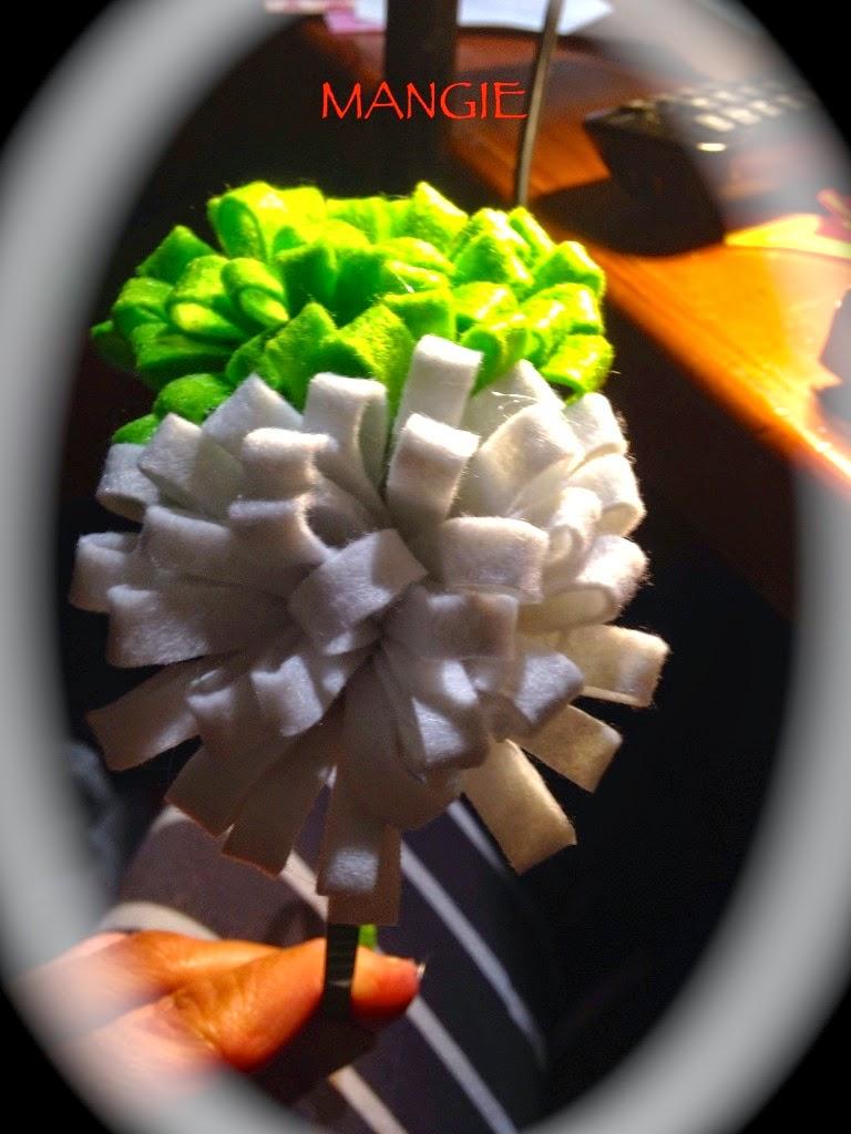 Diadema doble pompón blanco y verde
