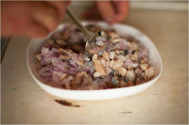 малосольная селедка и репчатый лук
