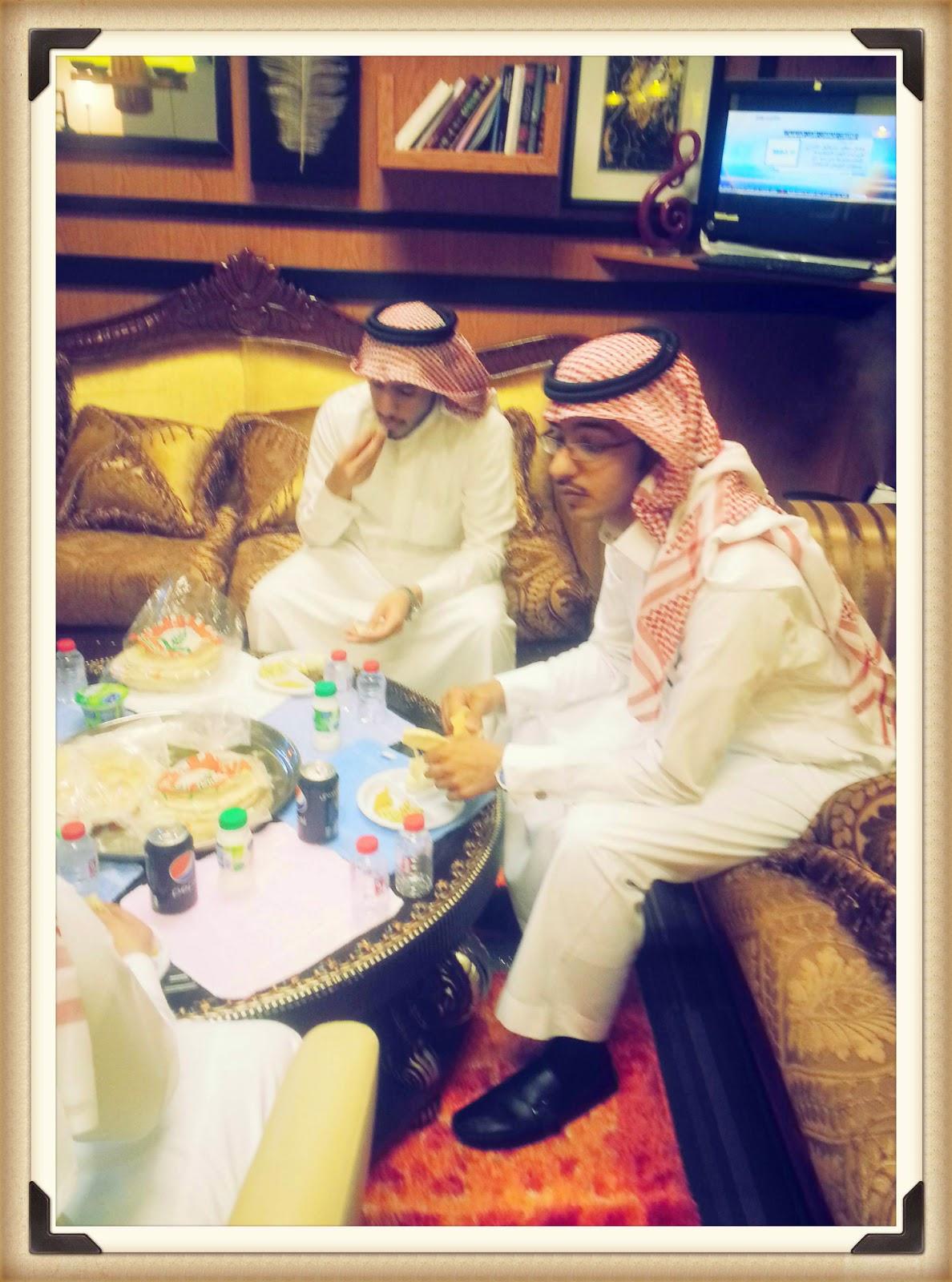 حفل المعايدة في مكتب المنتج الفني خالد أبو حشي