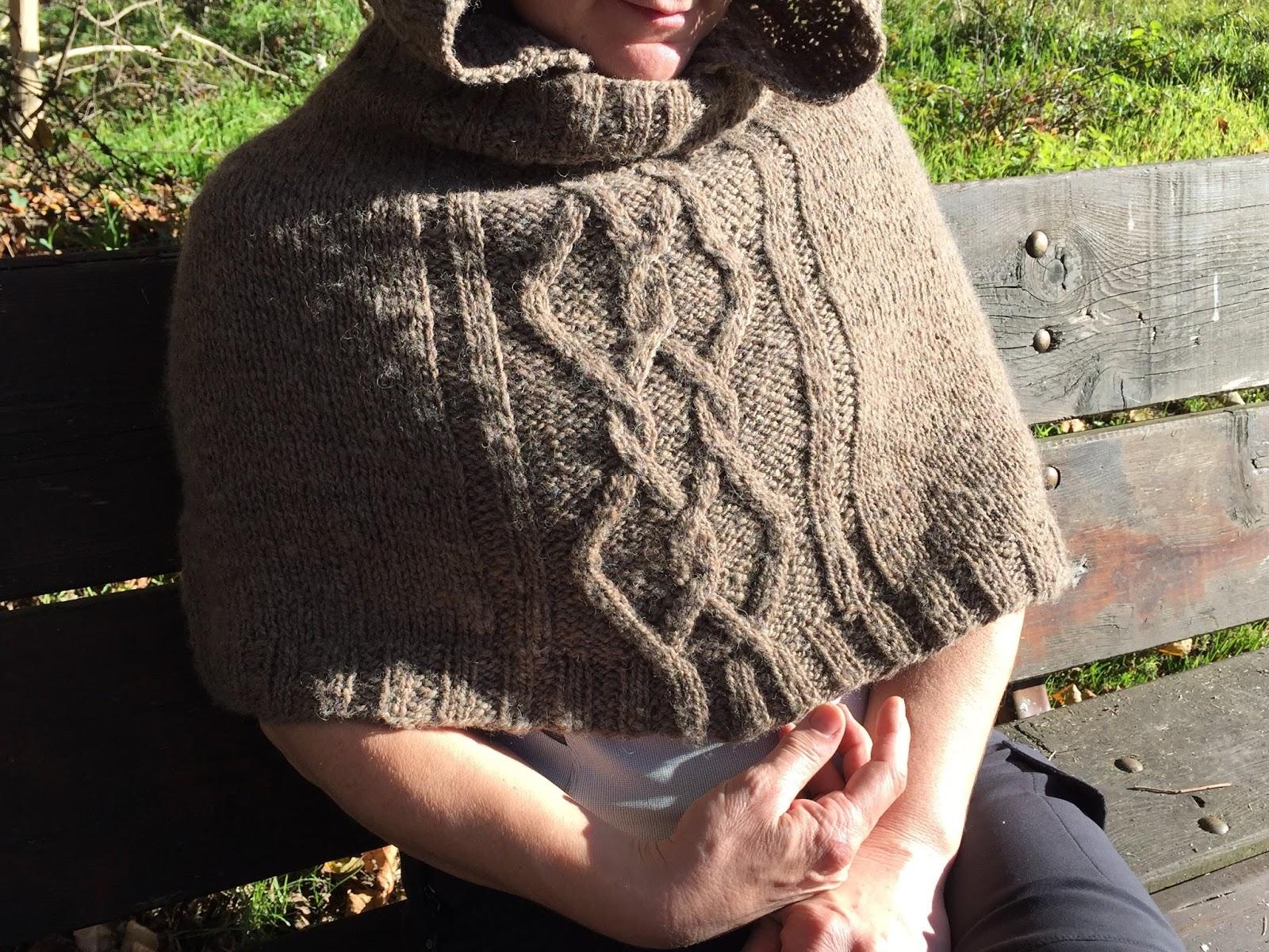 Cappa con cappuccio, da un modello di Annalisa Dione