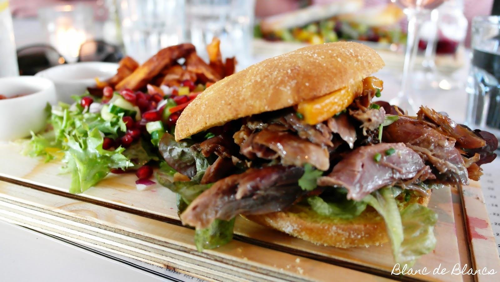 Sandron Batbout burger ankkaconfit-täytteellä - www.blancdeblancs.fi
