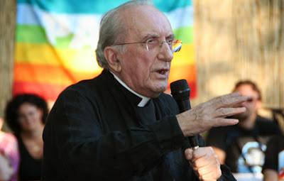 """Padre italiano afirma: """"a homossexualidade é um DOM de Deus"""""""