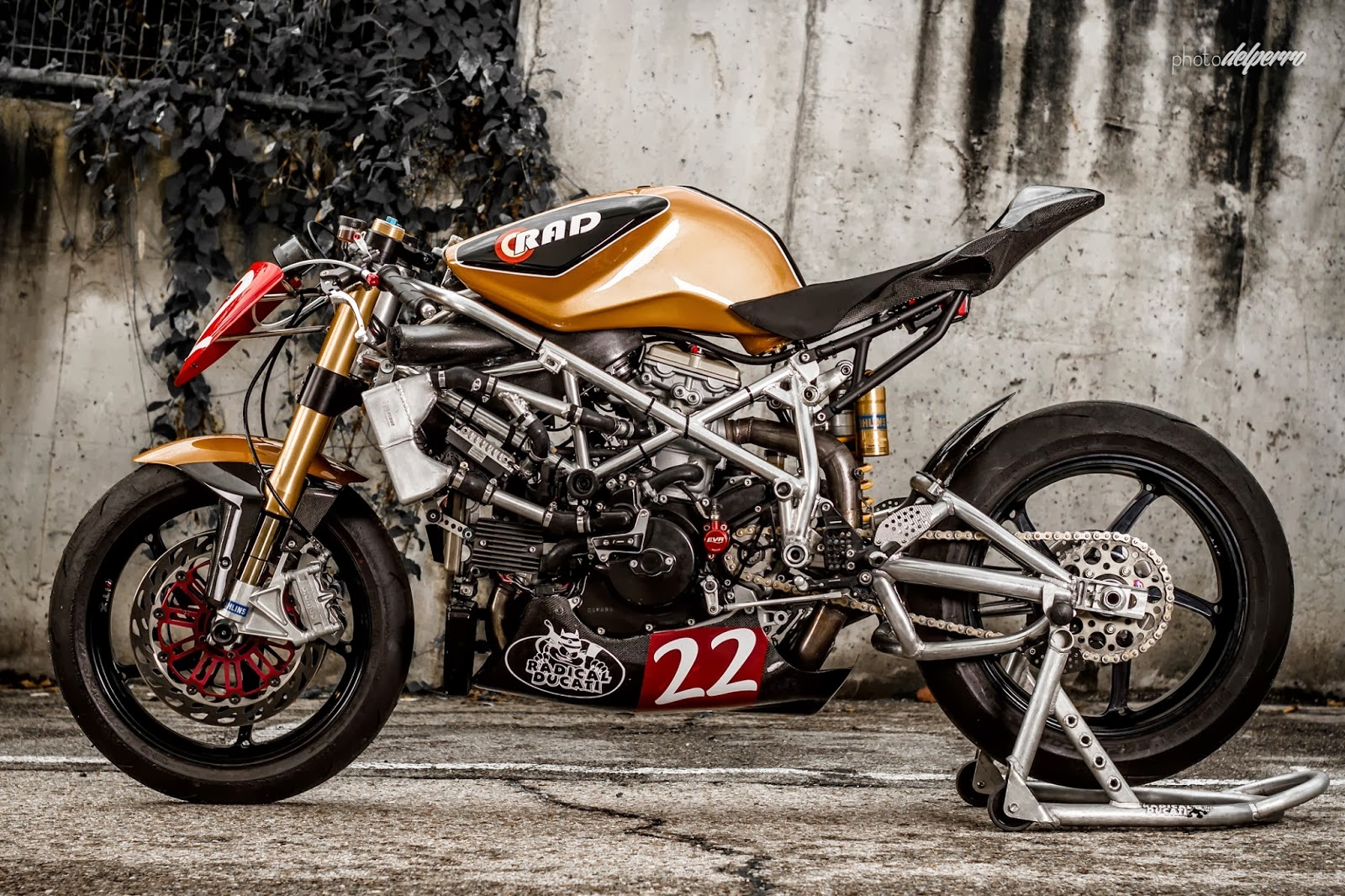 ducati 1198 matador racer return of the cafe racers. Black Bedroom Furniture Sets. Home Design Ideas