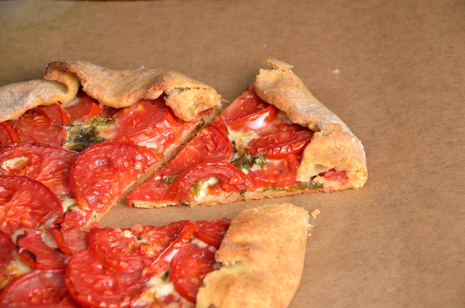 Galette z pomidorami i mozzarellą