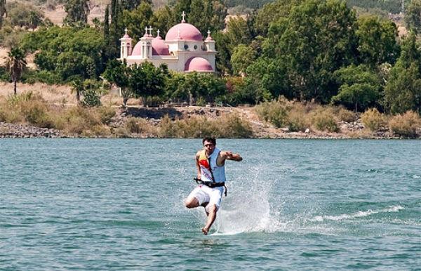 the miracle of running on water 640 06 [Gambar] Lelaki Berlari Di Atas Air! Unbelievable? Believe It!