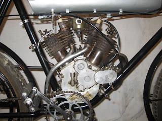 1909+Moto+Reve+1909+Engine+Right+1200.jp