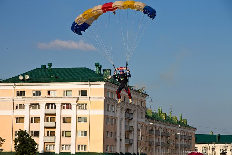 Идеальное приземление. Шоу парашютистов. День города в Саранске