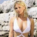 Sexi Mila Elegović na plaži download besplatne slike pozadine za mobitele