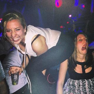 funny picture: Women's in pub