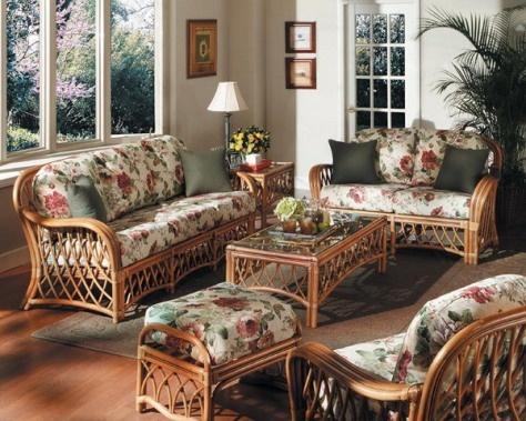 C mo decorar una sala con muebles antiguos antique for Modelos de muebles de sala clasicos