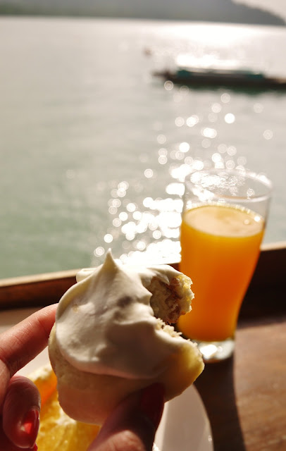 Telunas beach breakfast