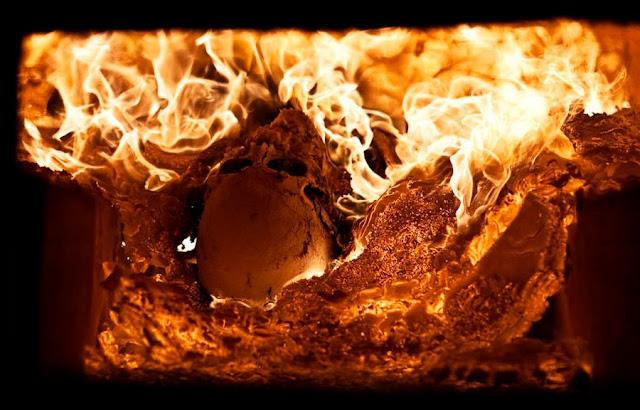 Cathrine Ertmann: At møde døden - 'Ligbrænding i krematoriets ovn, kranium'