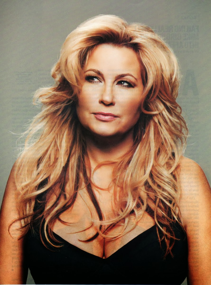 Jennifer coolidge (american pie milf)