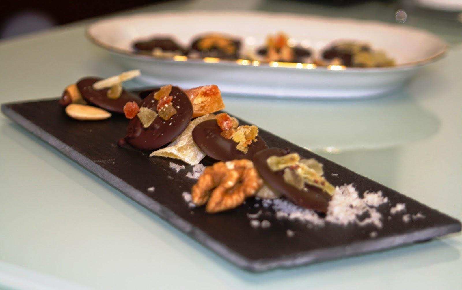 mendigos de chocolate petit fours alocados en la cocina