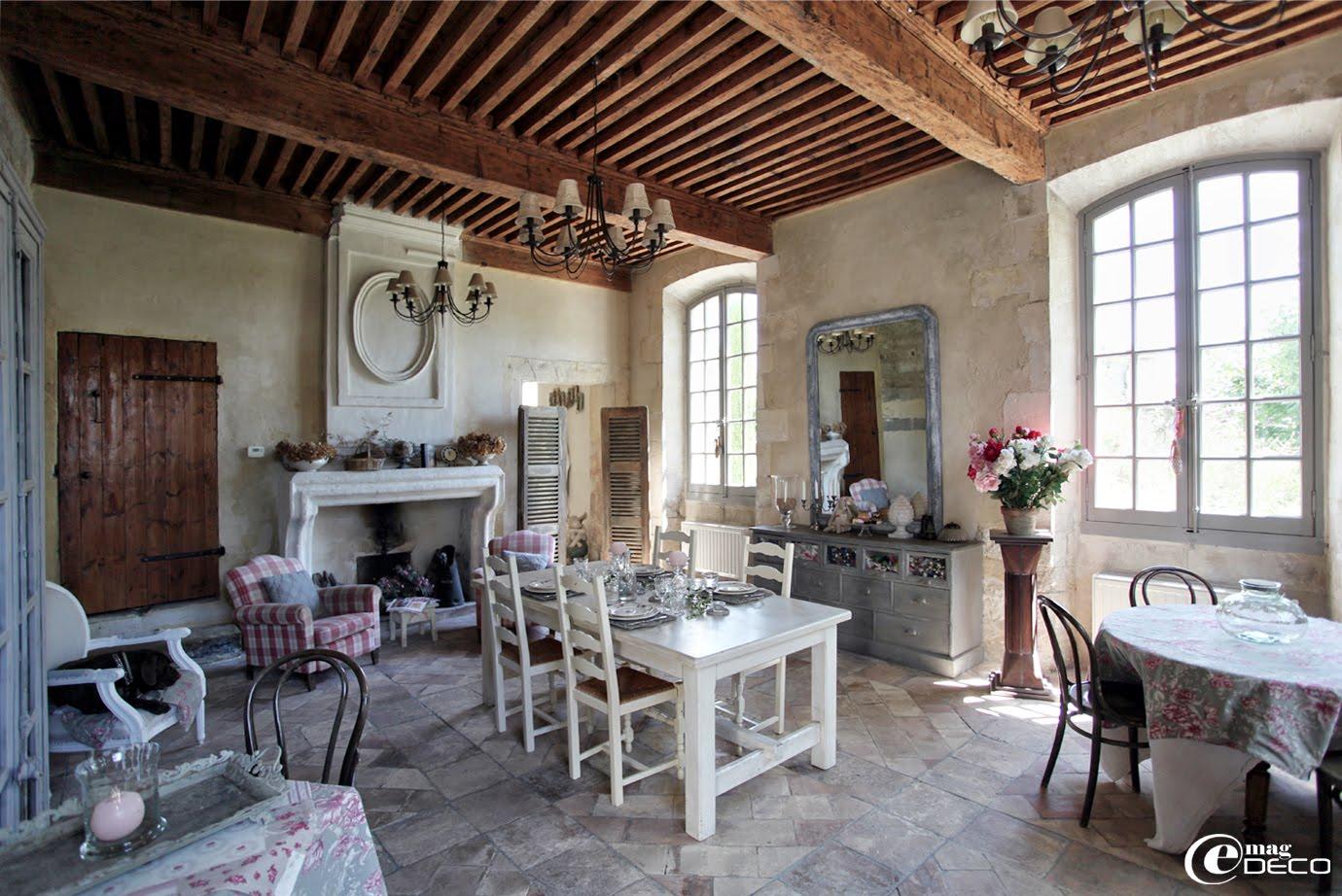La salle à manger du Posterlon, chambres d'hôtes de charme en Provence