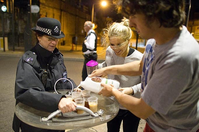 35 moments of violence that brought out incredible human compassion - caring citizens offer tea to british riot police