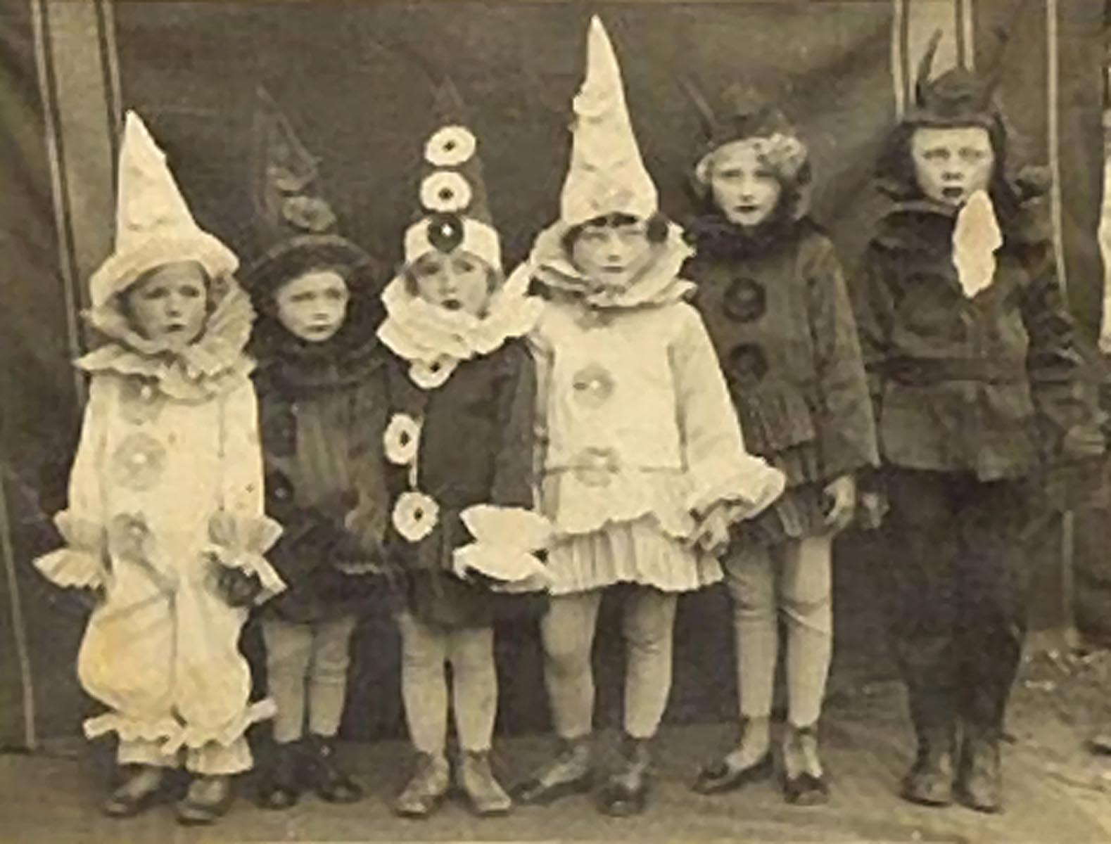 """CraftFusion: """"A Day of Halloween"""" at CraftFusion!! Vintage Trick Or Treaters"""