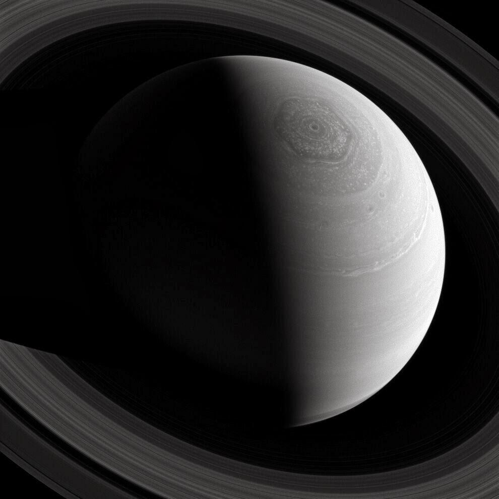 Фотографии Сатурна и его спутников
