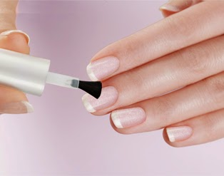 Krok drugi we francuskim manicure