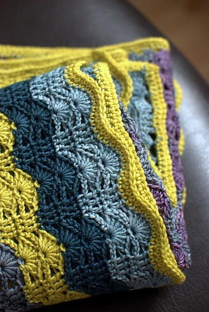 Mes favoris tricot crochet mod le crochet gratuit le plaid berc par les vagues - Modele plaid tricot gratuit ...