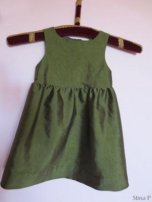 Klänning StinaP siden grön barnklänning omsydd brudklänning