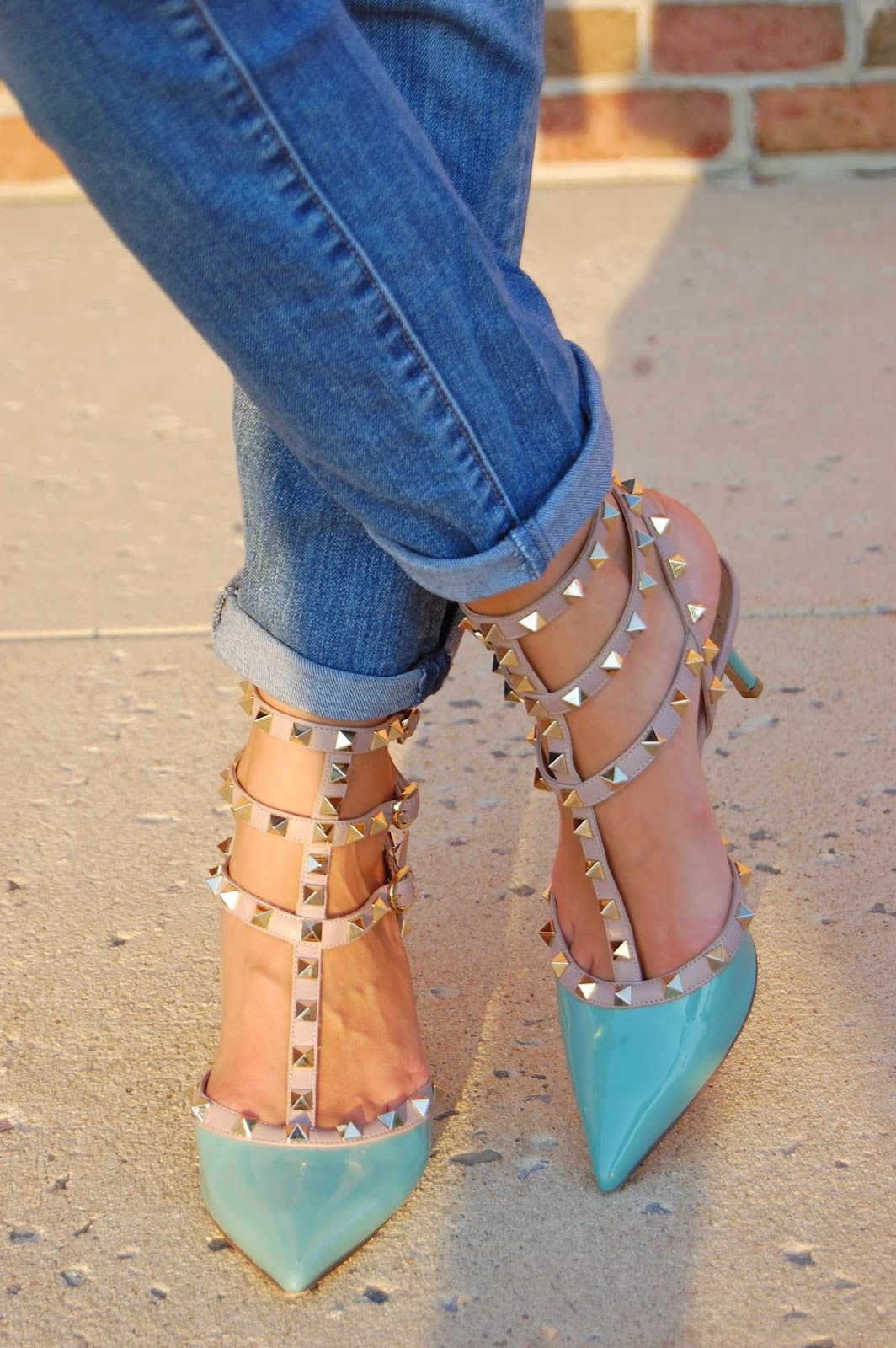 Simple but chic look, blue Valentino Rockstud Pumps