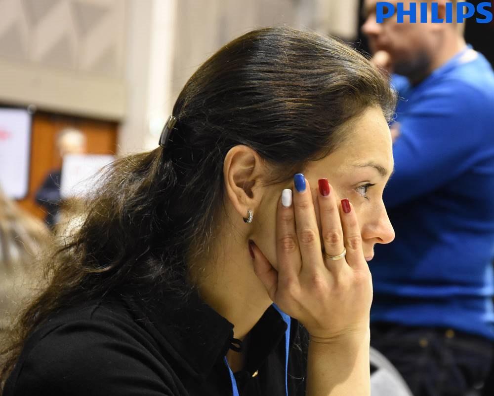 Alexandra Kosteniuk, une joueuse d'échecs russe jusqu'au bout des ongles - Photo © site officiel