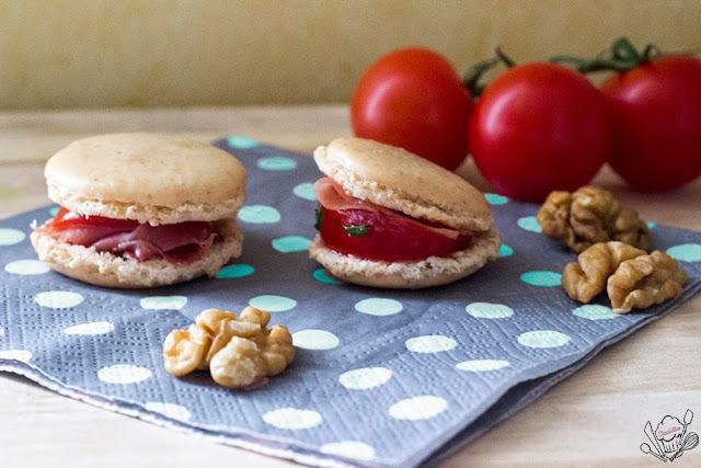 http://danslacuisinedecharlottine.blogspot.fr/2015/05/macarons-aux-noix-tomates-marinees-au.html