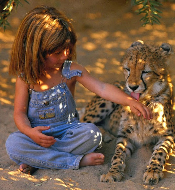 Girl+Growing+Up+Alongside+Wild+Animals+In+Africa_12