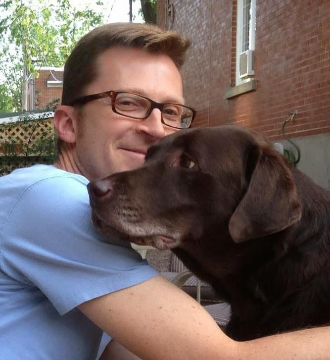 Mario Dubé avec son Labrador