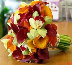 bouquet VAN GOGH. Minicalas y orquídeas.enlazadas con soga .