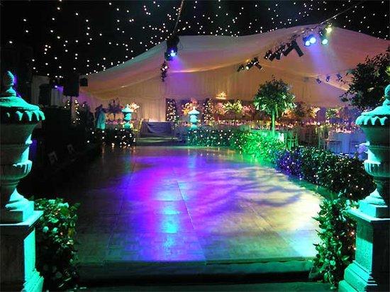 The best wedding decorations wedding dance floor for Outdoor dance floor ideas