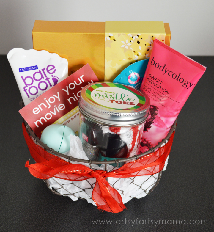 Holiday Pampering Gift Basket Idea at artsyfartsymama.com