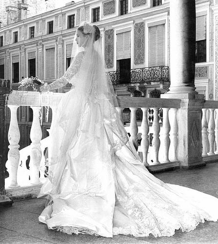Grace Kelly Wedding Dress: The Beautiful Princess Grace