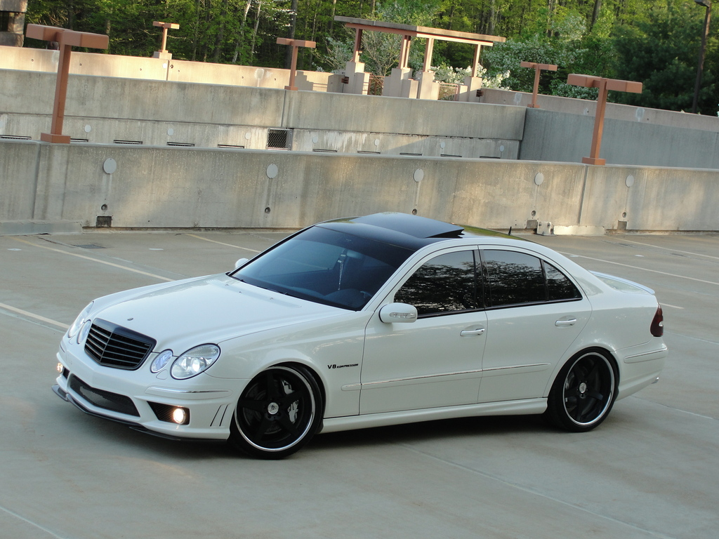 White on black mercedes benz w211 e55 amg benztuning for Mercedes benz e amg