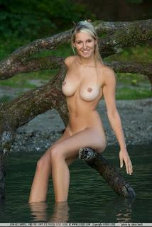 Corinna Femjoy Cewek Paling Hot di Jerman