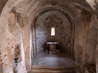 Interior de l'ermita de Sant Genís Sadevesa