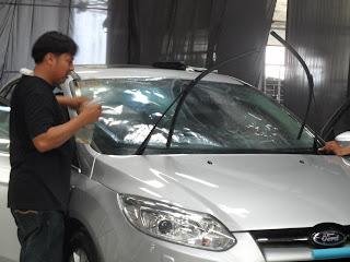 dán kiếng xe hơi thủ đức giá mềm