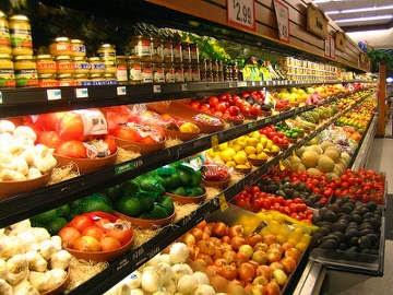3. Manfaat yang ketiga inilah yang mungkin  jarang  diperhatikan oleh orang, karena hanya makan sayuran dan olahan tumbuhan, anggaran belanja Ibu saya pun jadi lebih hemat. Uang yang semula untuk beli daging, ikan, dan telur bisa digunakan untuk keperluan tersier.