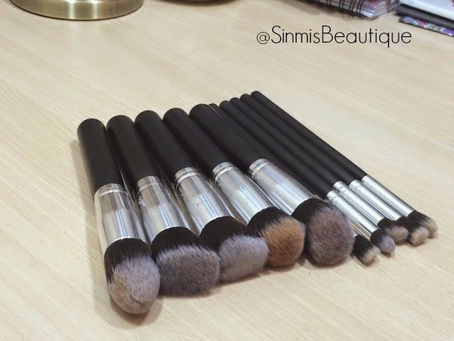 kabuki brush set review. so this is a 10 piece brush set of kabuki brushes, five face brushes and eye brushes! review u