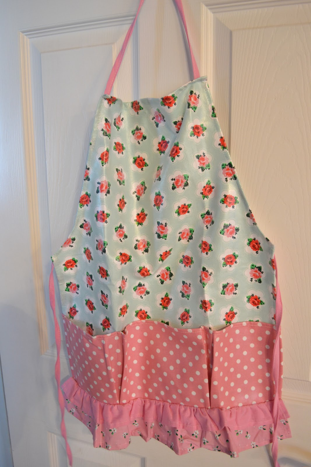 White apron joann fabrics - I Found This Cath Kidston Looking Apron At Joann Fabrics I Bought Two One For My Daughter And One For Her Friend Mary Scott Her Mom Has A Garden