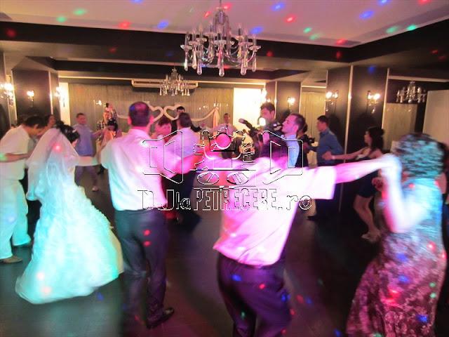 Petrecere de nunta sonorizata de DJlaPetrecere.ro la Casa Rustic